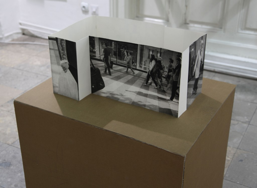 Tuesday1. Fotogravure foldet som rumlig konstruktion